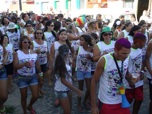 Centenas de pessoas acompanharam o bloco Folia com Educação. (Fotos: Fátima Acioli)