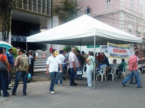 Protesto de militares bloqueia General Hermes no Centro