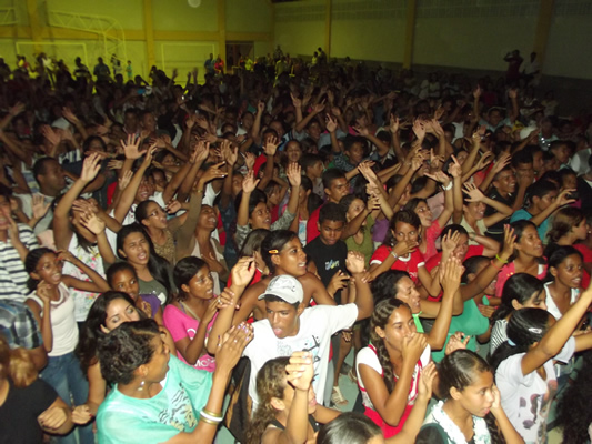Milhares de pessoas foram ao evento gospel. (foto: Gabriel Santos)