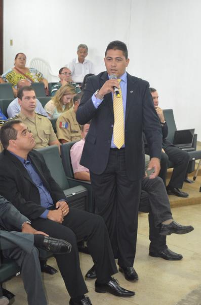 Vereador Marcelo Moringa durante sua fala na audiência.