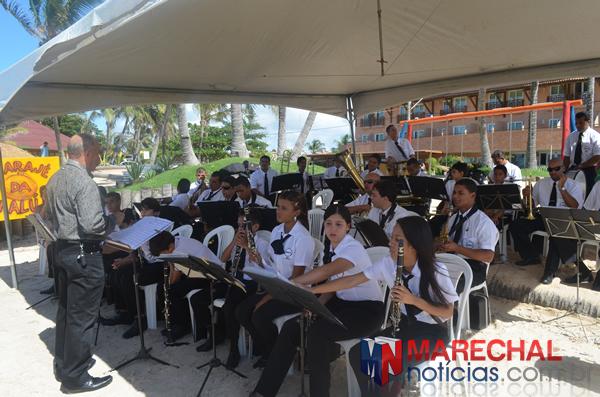 Orquestra Manoel Alves de França se apresentou para o público.