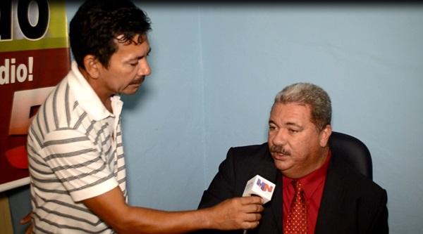 Dr. Everaldo, durante entrevista ao repórter Eli Correia. (foto: André do MN)