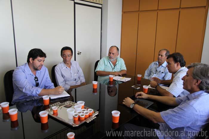 Objetivo da reunião foi agilizar o projeto de saneamento ambiental do município. (foto: PMMD)