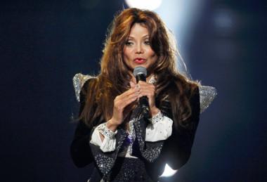 LaToya Jackson durante o show de tributo à Michael Jackson