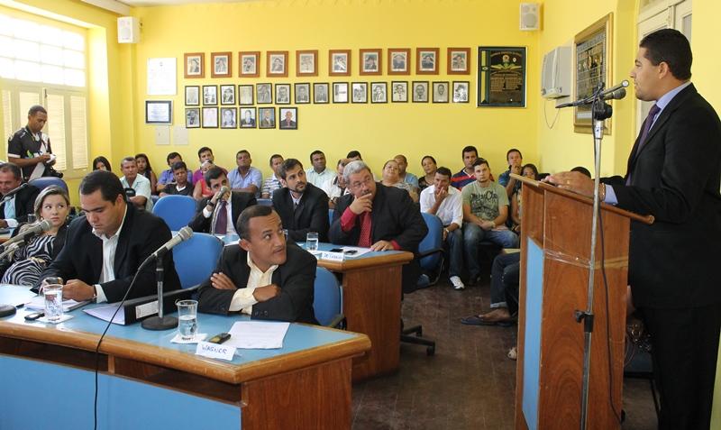 Vereador Marcelo Moringa durante seu pronunciamento. (foto: assessoria)
