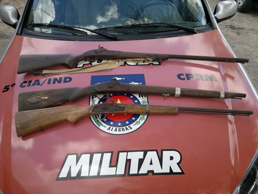 Armas apreendidas foram entregues no 17º DP. (foto: Marechal Notícias)