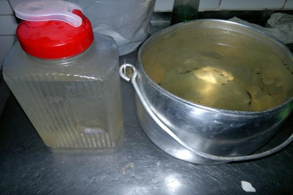 Água se assemelha a um chá ou caldo de cana dizem internautas. (reprodução)
