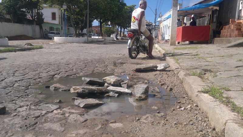 Buraco está localizado em frente a sede da 5ª Cia. (foto: André do MN)