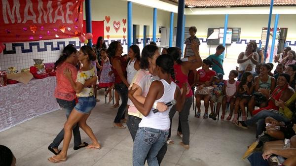 Concurso de dança também faz parte da programação.