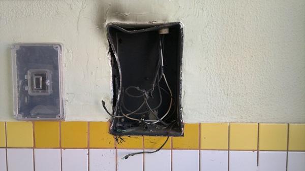 Curto-circuito provocou um princípio de incêndio.