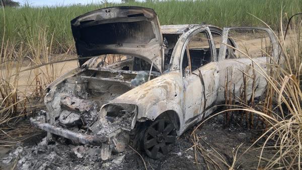 Veículo foi totalmente carbonizado. (Foto: André do MN)