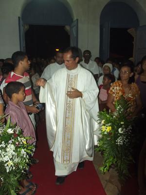 Padre Edvan conduziu a celebração.