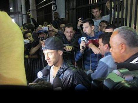 Neymar deixando a Vila