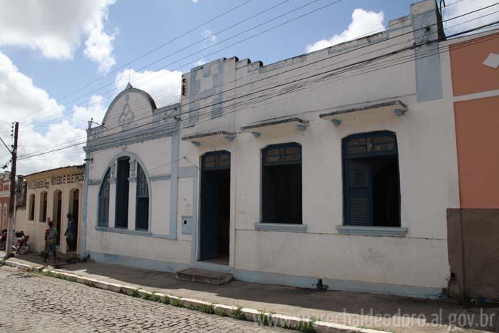 Prédio fica localizado na Rua Dr. Tavares Bastos.
