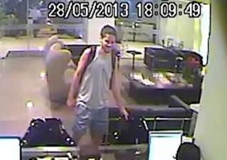 Imagem da câmera de segurança do hotel.