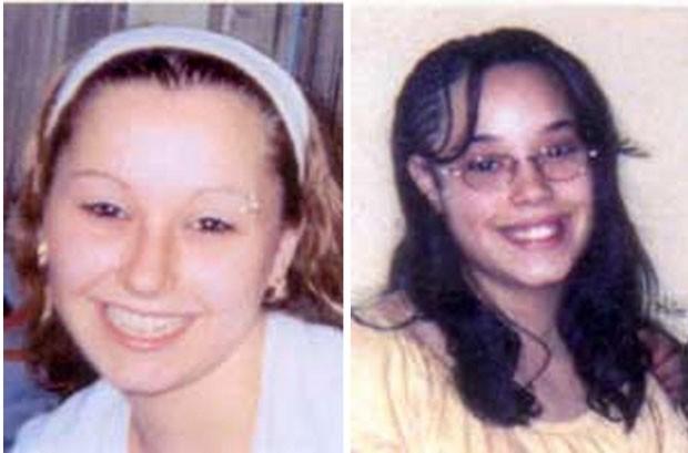 Fotos mostram Amanda Berry, à esquerda, e Georgina DeJesus, que foram sequestradas há cerca de dez anos (Foto: FBI/AP)