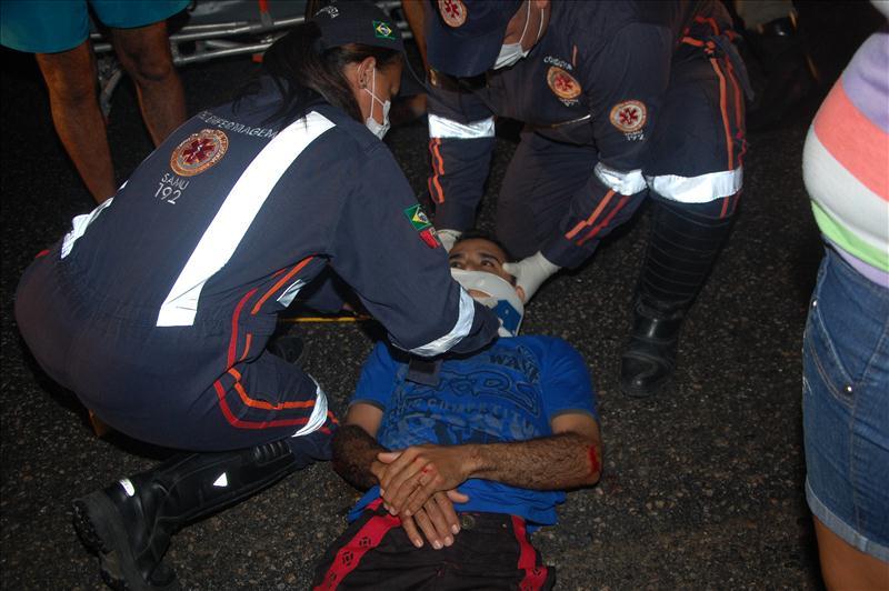 SAMU socorreu a vítima para o HGE em Maceió - AL. (foto: Sandro Quintela)