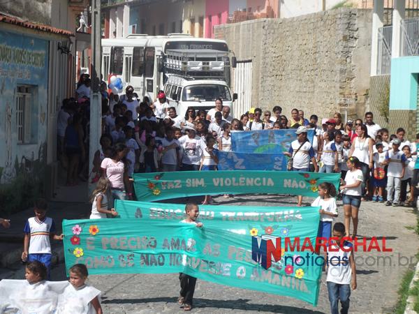 Caminhada percorreu as principais ruas do centro histórico. (foto: Gabriel Santos)