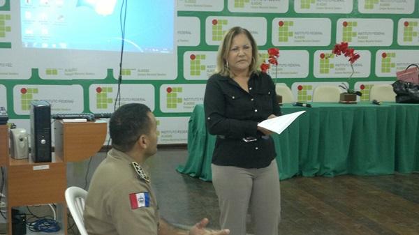 Drª Maria Aparecida Carnaúba realiza palestra para os pm's da 5ª Cia.
