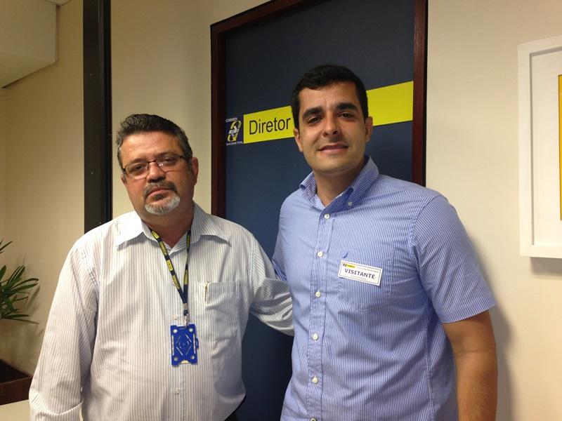 Diretor do Correios, ao lado do vereador Jorge Mello.