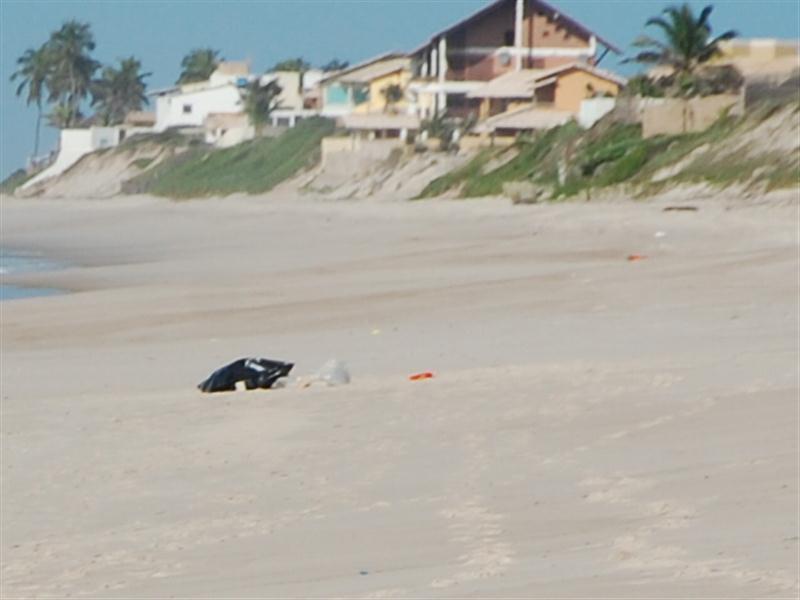 Corpo foi encontrado por pescadores na Barra de São Miguel.