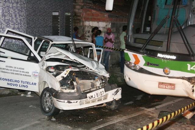 Carro do Conselho Tutelar de Novo Lino ficou destruído