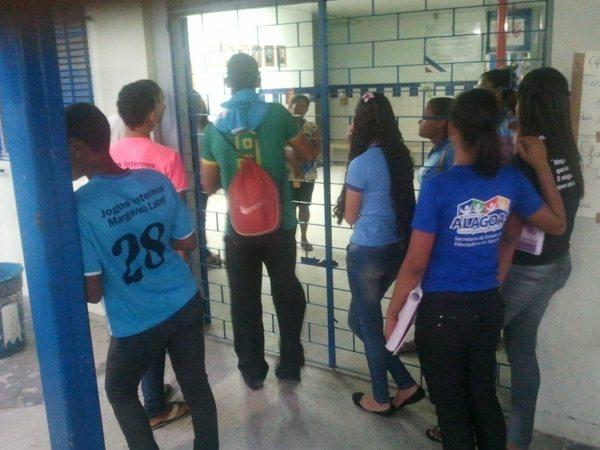 Assustados, alunos cobravam mais segurança