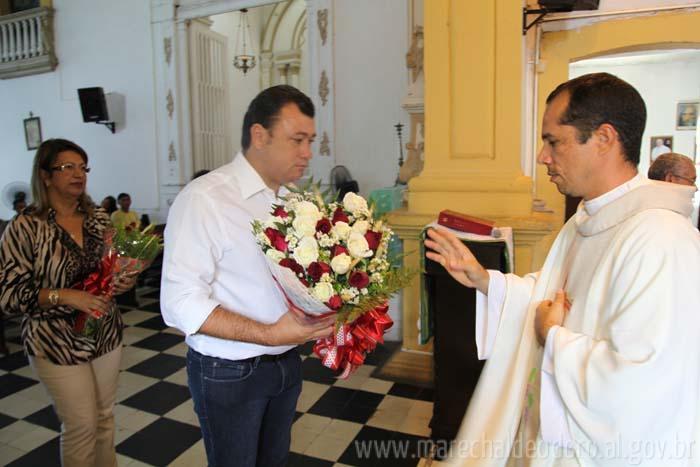 Prefeito Cristiano Matheus recebeu as benção do Padre Edvan Bernardino.