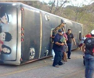 De acordo com relatos colhidos no local, o motorista do ônibus percebeu que o veículo estava com problemas mecânicos enquanto descia a serra