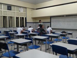 Em todas as faixas etárias o percentual de jovens que estão fora da escola e que não tabalham é muito alto. (Foto: Rivângela Gomes/G1)