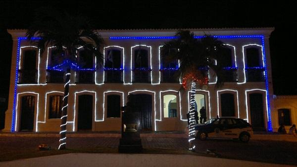 Fachada do prédio da sede do executivo recebeu decoração especial.