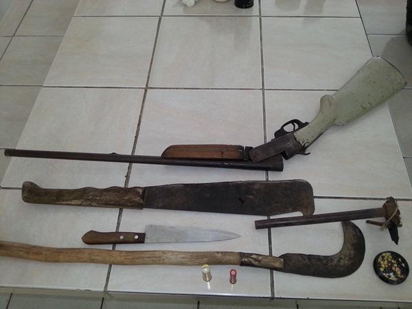 Material apreendido com os caçadores na APA do Catolé.