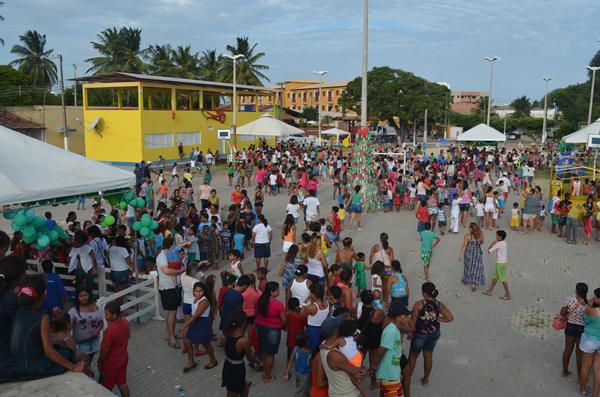 Praça multieventos ficou lotada. (foto: André do MN)
