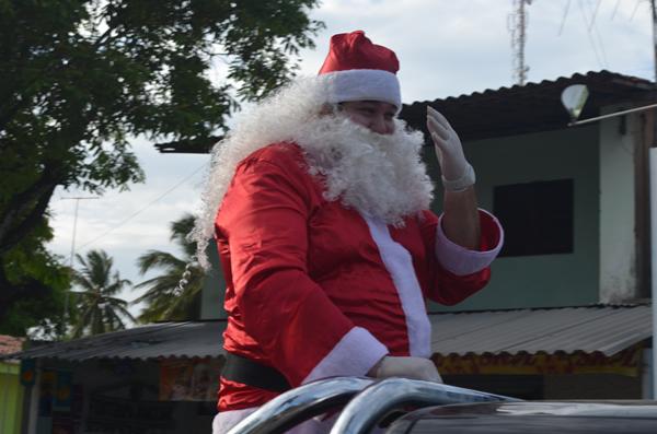 Papai Noel fez a festa das crianças barrenses.