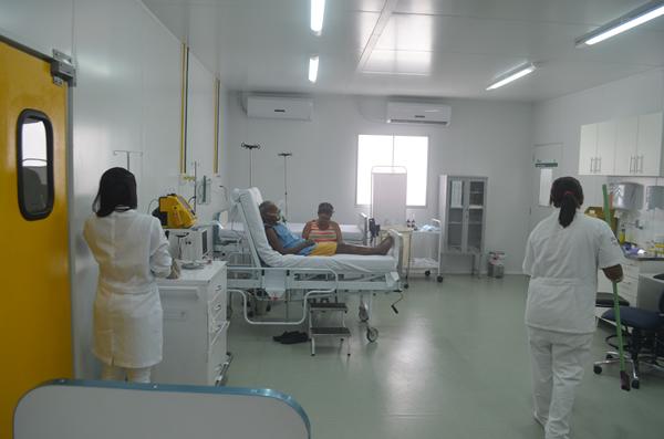 Pacientes recebem atendimento especial na UPA. (foto: André do MN)