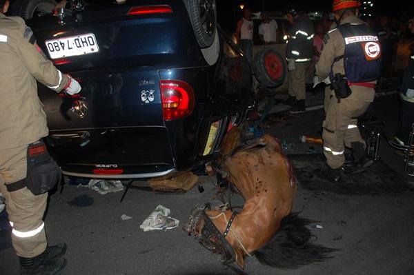 Grave acidente deixou uma vítima fatal. (foto: Sandro Quintela)