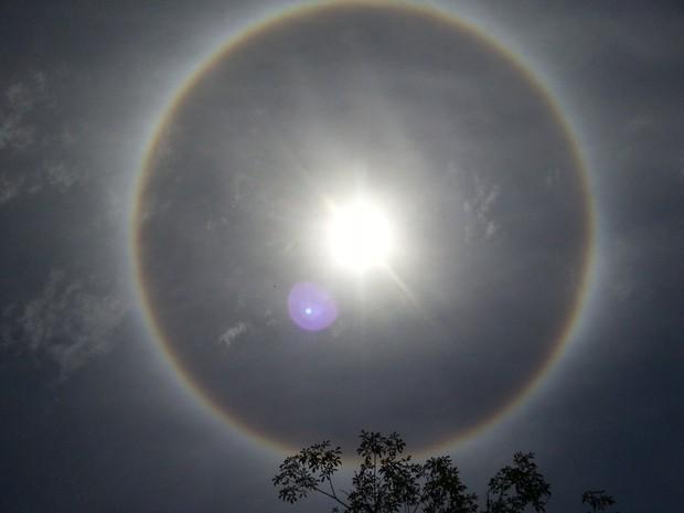 Presença de um halo solar foi observada no céu do Rio Grande do Sul nesta sexta-feira (13) (Foto: Pedro Henrique de Morais Campetti/Vc no G1)