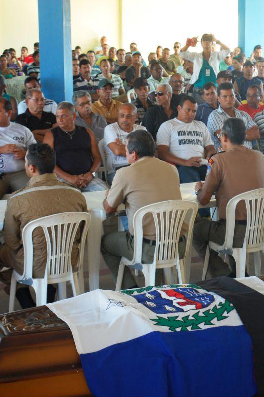 Militares se reuniram na tarde desta terça-feira