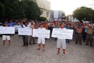 Militares vão às ruas em protesto, após assembleia da categoria (Fotos: Jonathas Maresia)