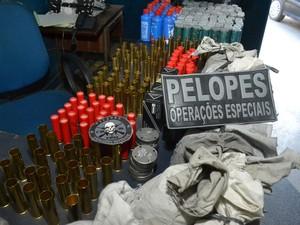 Munições de vários calibres de armas eram comercializadas livremente. (Foto: Luzamir Carneiro/JG Notícia)