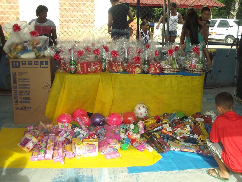 Centenas de presentes foram distribuídos a comunidade.
