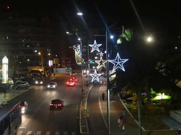 Maior parte da iluminação na orla da capital já foi instalada. (Foto: Nívio Dorta/G1)
