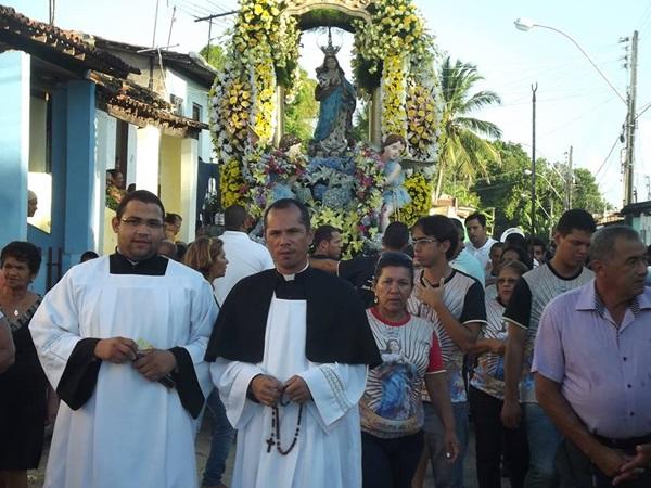 Padre Edvan liderou a jornada em homenagem a Maria.