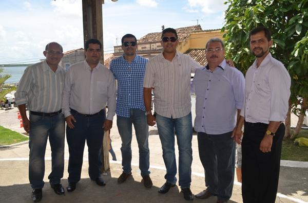 Da esquerda para a direita temos os vereadores Neilton Costa, Del Cavalcante, Jorge Mello, Marcelo Moringa, DR. Everaldo e Júnior Lopes.