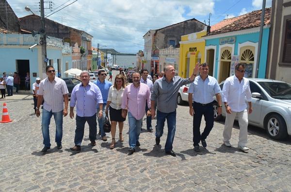 Comitiva liderada pelo prefeito Cristiano visitou várias comunidades. (Foto: André do MN)