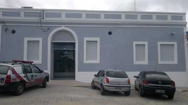 Caixa Econômica Federal abre concurso; salário é de R$ 2.865,04 (Foto: Agência da CEF em Marechal Deodoro)