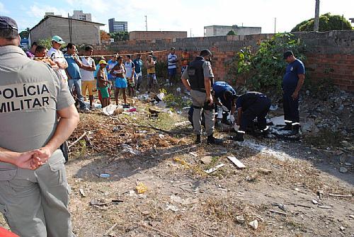 Informações extraoficiais dão conta de que a vítima teria envolvimento com furtos e com o tráfico de drogas.