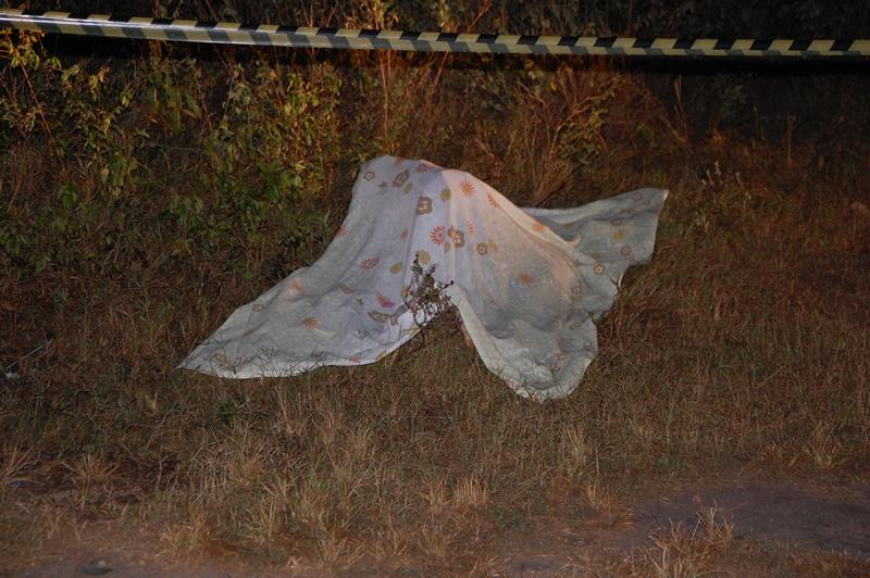 Jovem foi alvejado com vários disparos de arma de fogo.