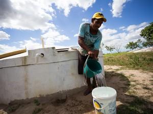 Cisternas ajudam os sertanejos a conviver com a estiagem no semiárido (Foto: Jonathan Lins/G1)
