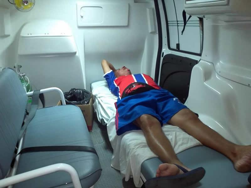 Mudo foi encaminhado incialmente para o hospital 24 horas. (foto: Sandro Quintela)